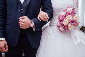Is A Smaller Wedding The Smarter Choice?